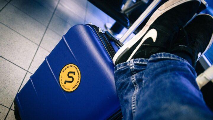 Viagem com mala de mão: economia e praticidade são as palavras da vez